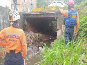 Recuperan vía alterna al puente La Chivata