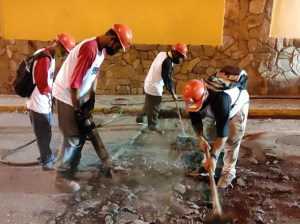 Autoridades supervisan trabajos de recuperación vial en Maripérez
