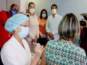 Sigue inmunización del personal docente en las regiones