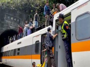 Accidente de tren en Taiwán deja 48 muertos y decenas de heridos