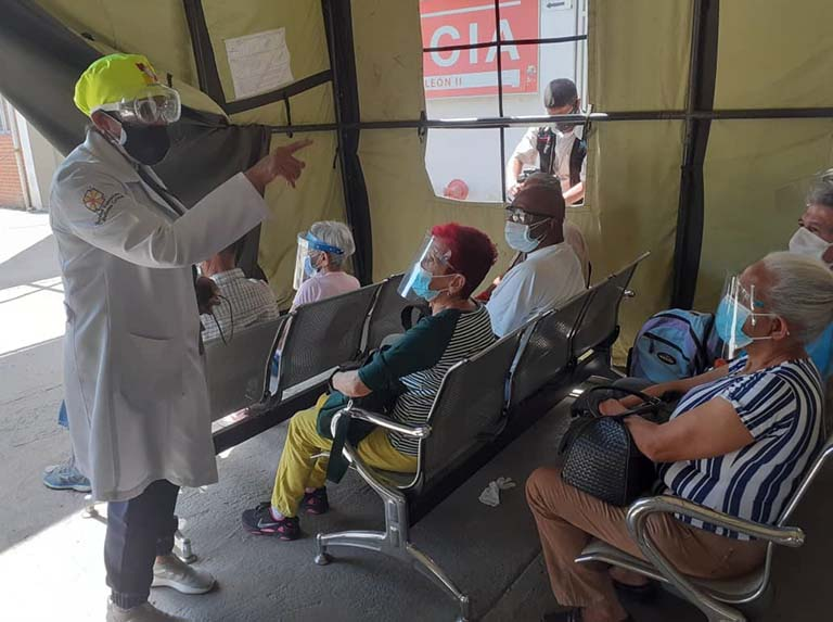 Abuelos se empiezan a vacunar contra el covid-19 (+fotos)