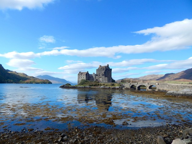 Eilean Donan Castle. Our Honeymoon in Scotland | Ultimate Bridesmaid