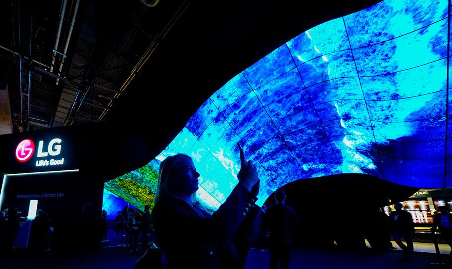 """""""OLED-Wave"""" von LG nimmt CES-Besucher auf eine Reise mit"""