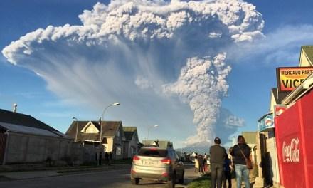 Vulkanausbrauch in einem Ultra HD Zeitraffer-Video festgehalten