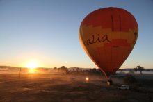 夜明けの熱気球