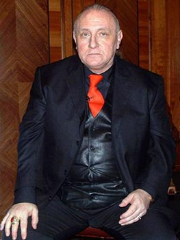 Richard Bandler, co-creator of NLP, in 2007. (Via Wikimedia Commons)
