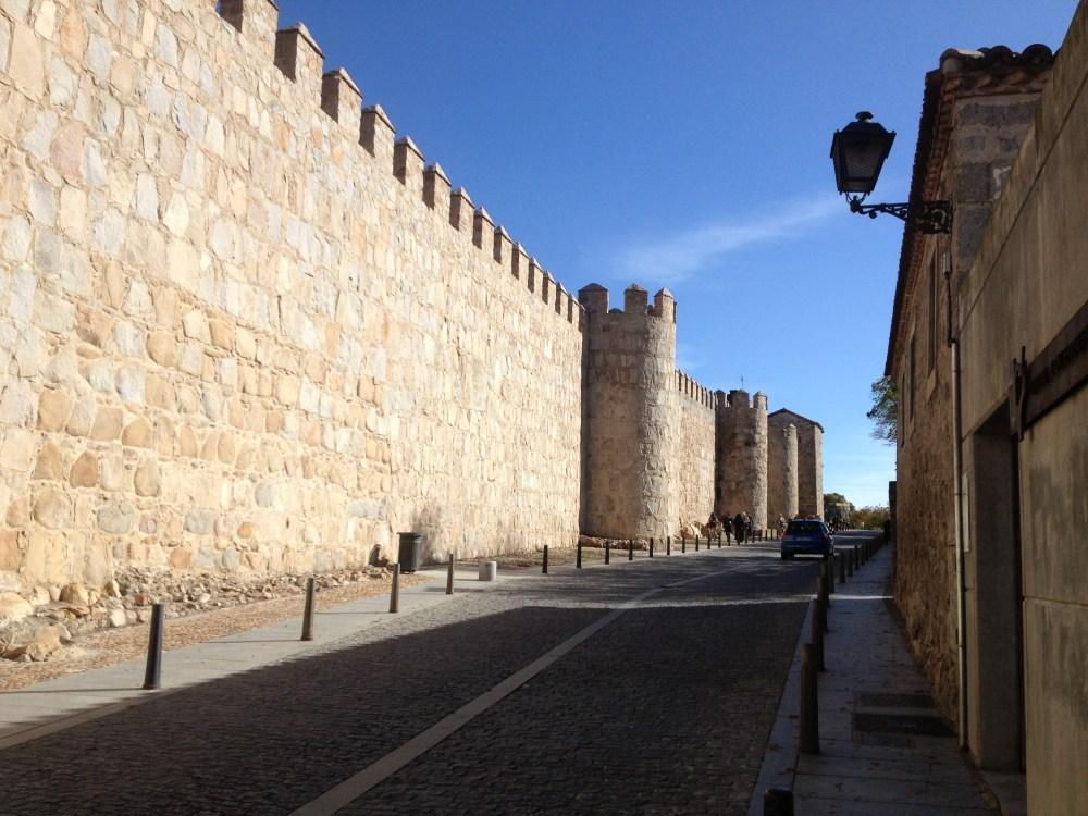 Ao redor da muralha de Avila