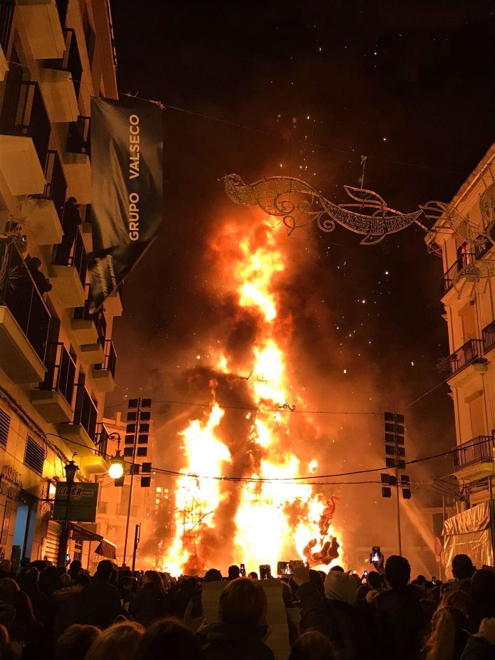 Fallas são queimadas no dia de San José