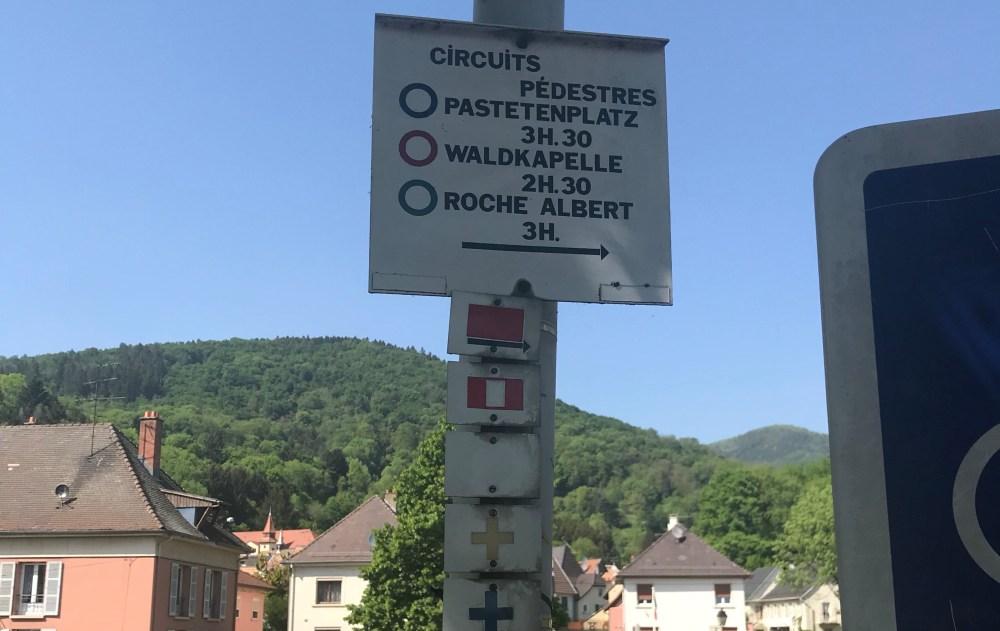 A sinalização para as diferentes trilhas