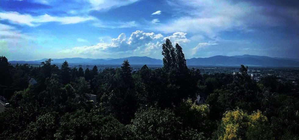 Vista da Tour du Belvedère para os alpes