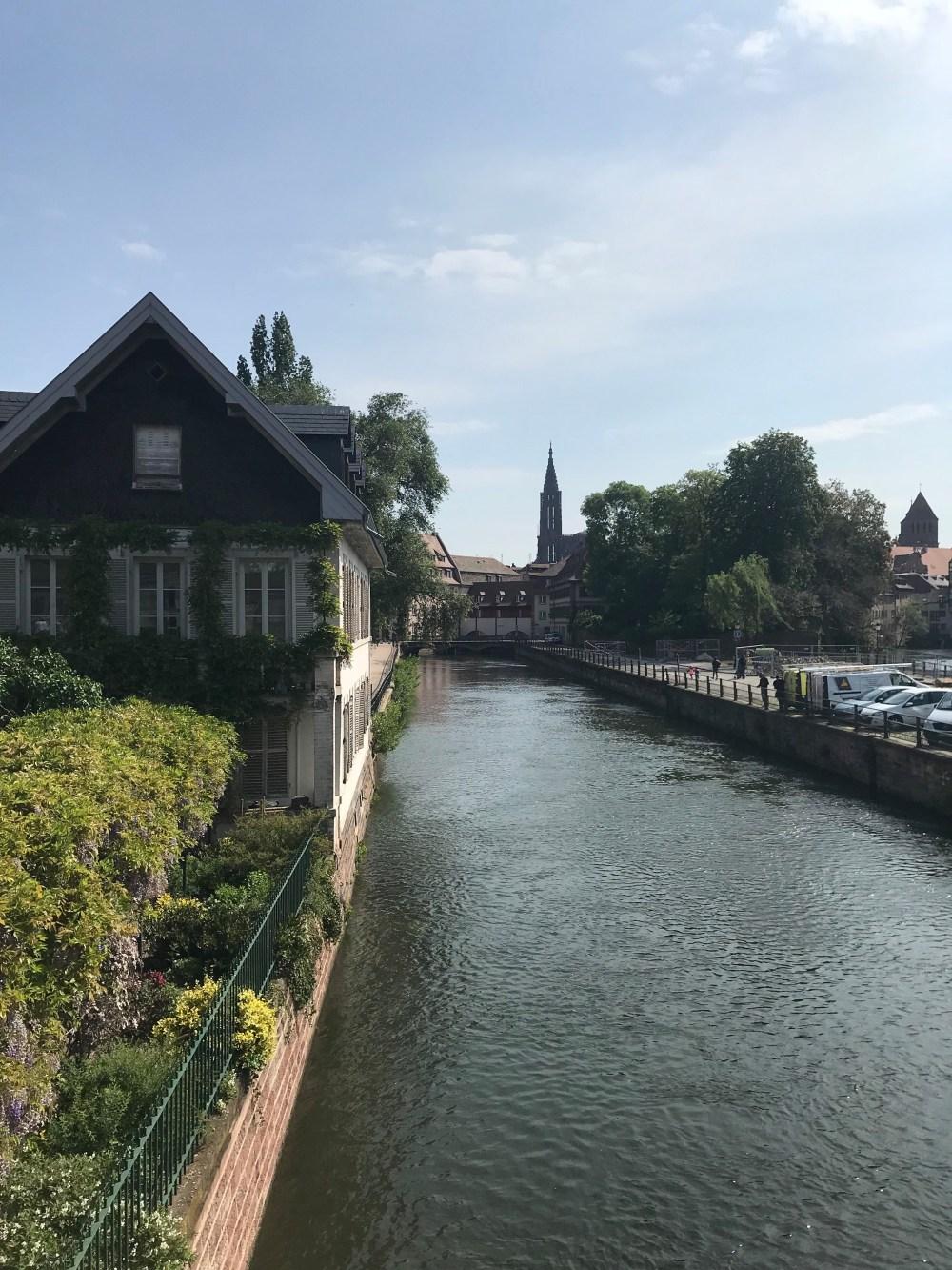O charme da Petit France quando encontra com o canal