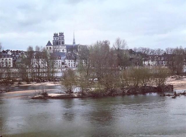 O Loire cortando Orléans