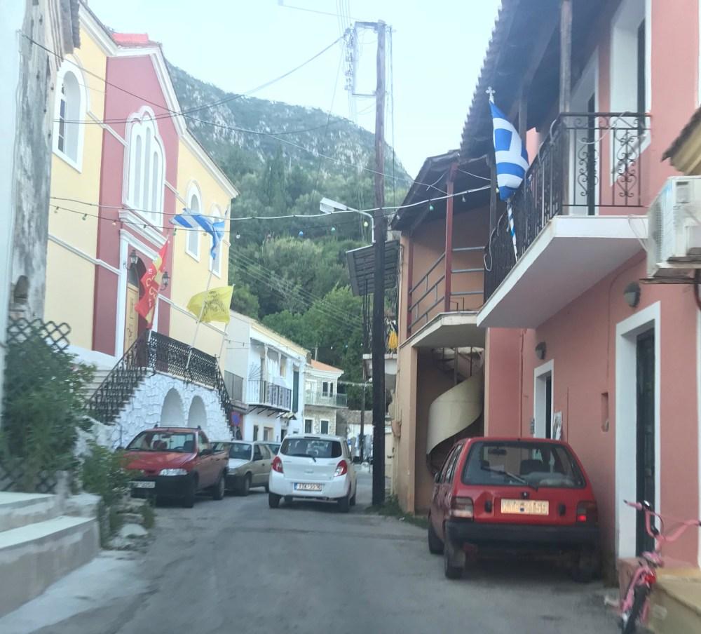 Nas ruas dos vilarejos de Corfu