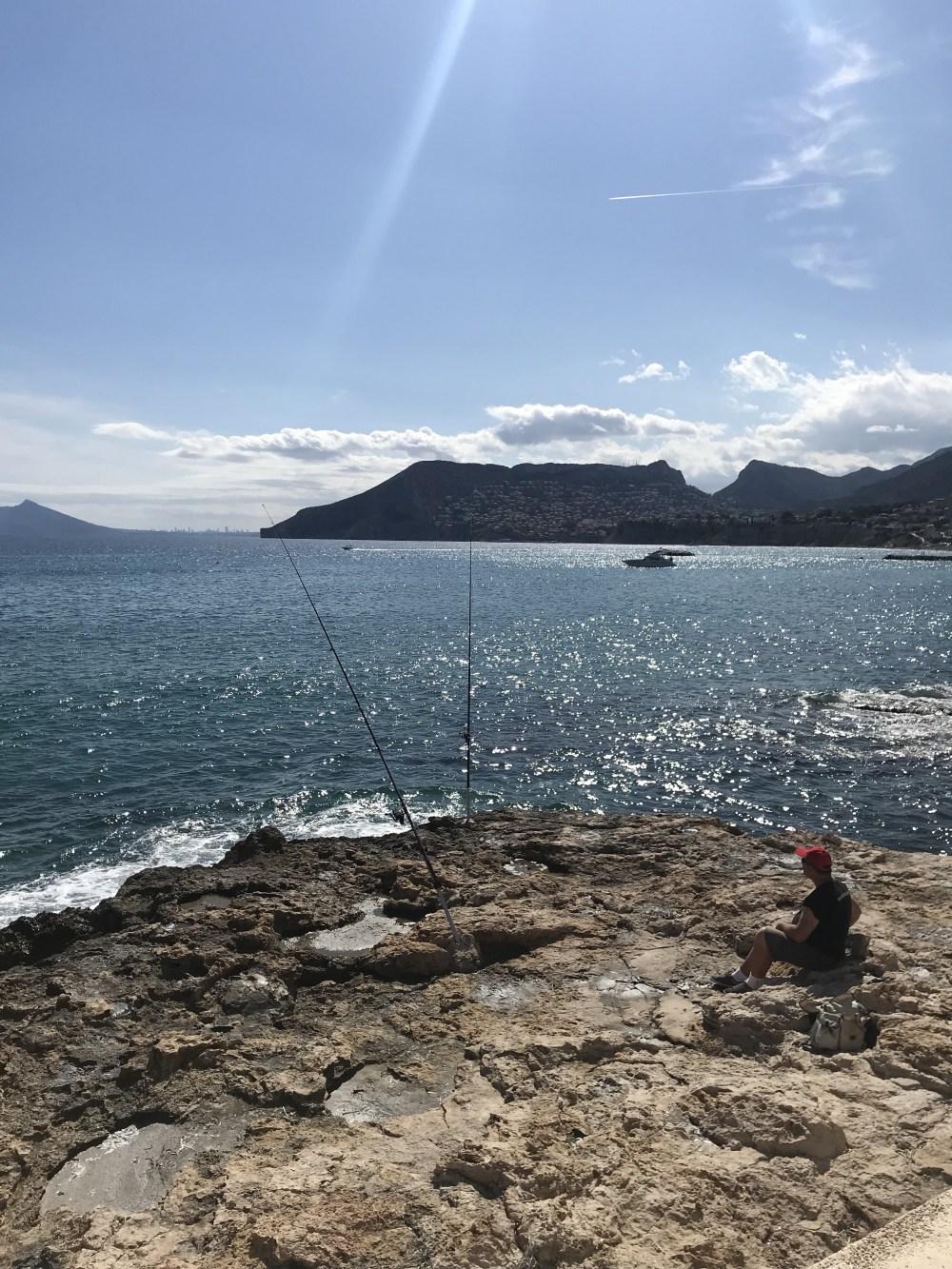 Não é raro vermos pessoas pescando nas diversas praias de Calpe