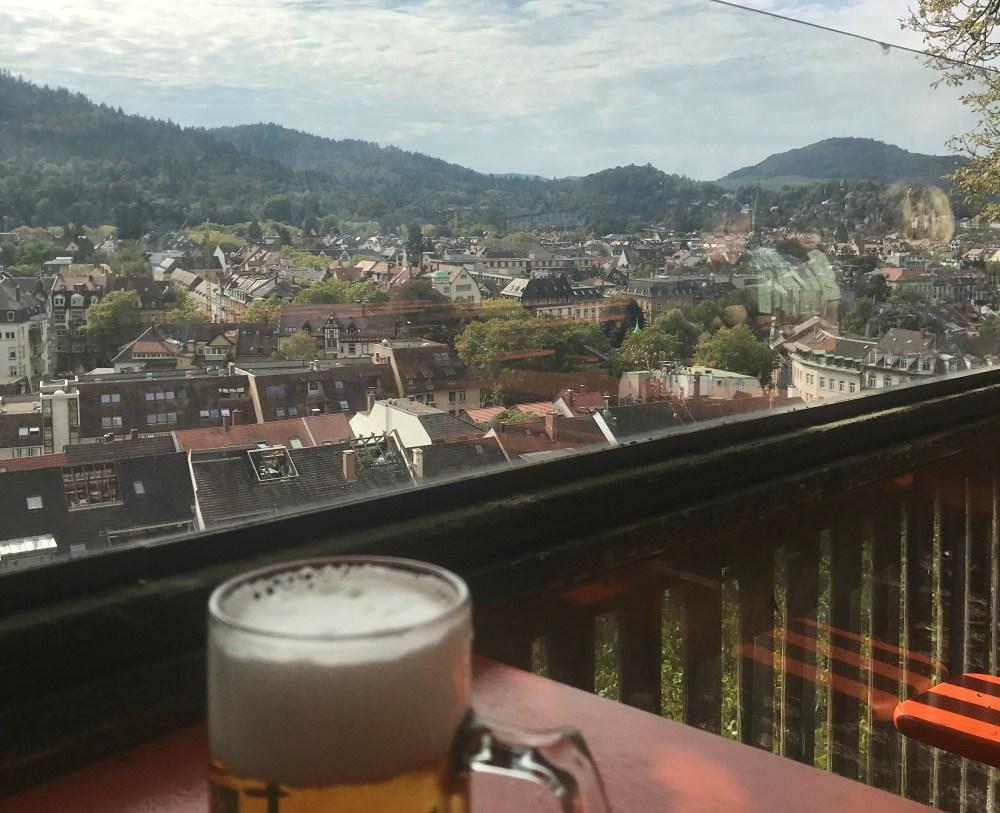 Onde eu sentei para comer e tomar cerveja no Scholossberg de Fribourg