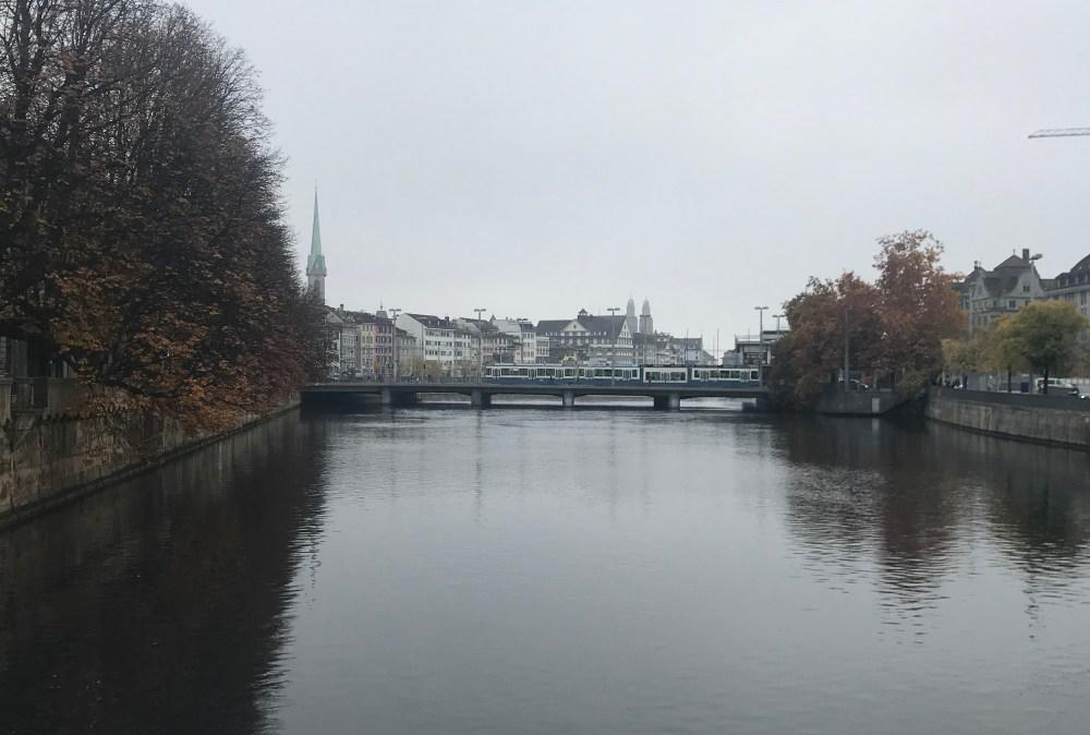 Quando cheguei, o céu de Zurique estava branco e mal se via cor
