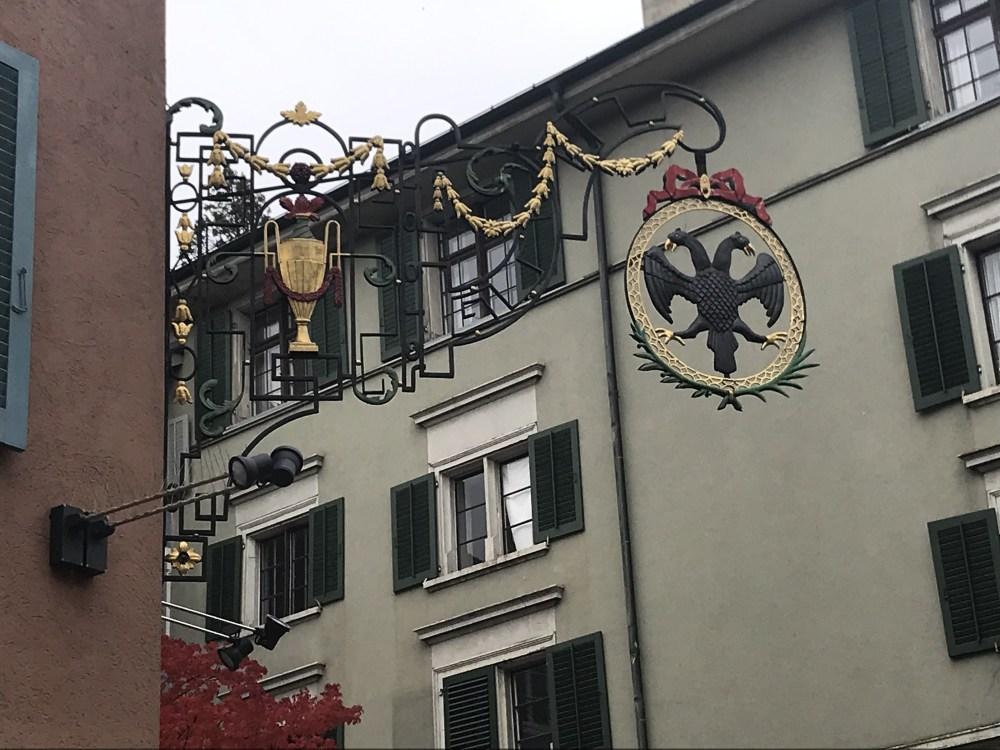 Detalhes charmosos dos bairros antigos de Zurique