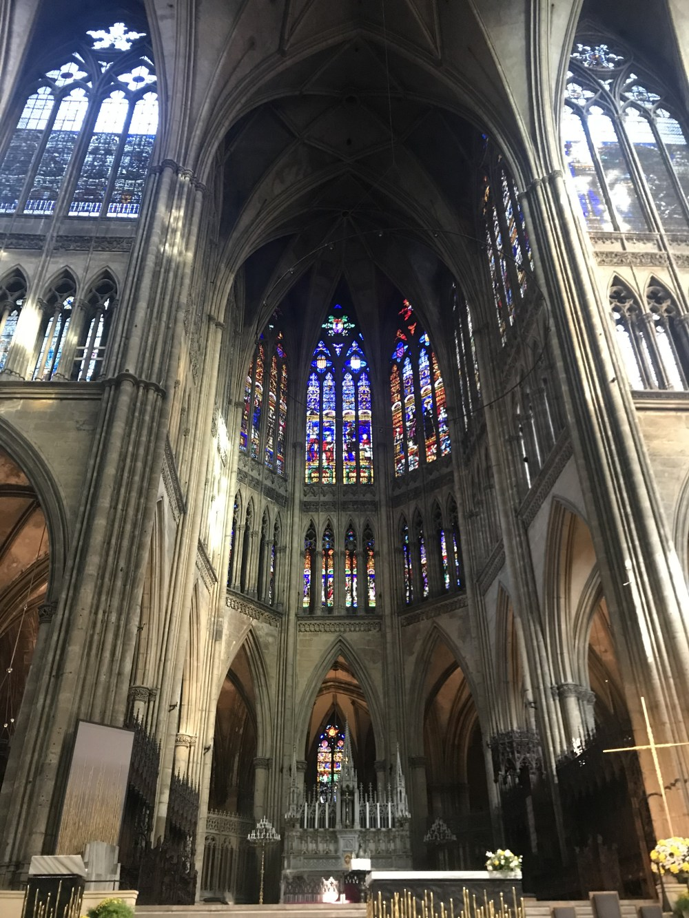 Dentro da St. Etienne de Metz