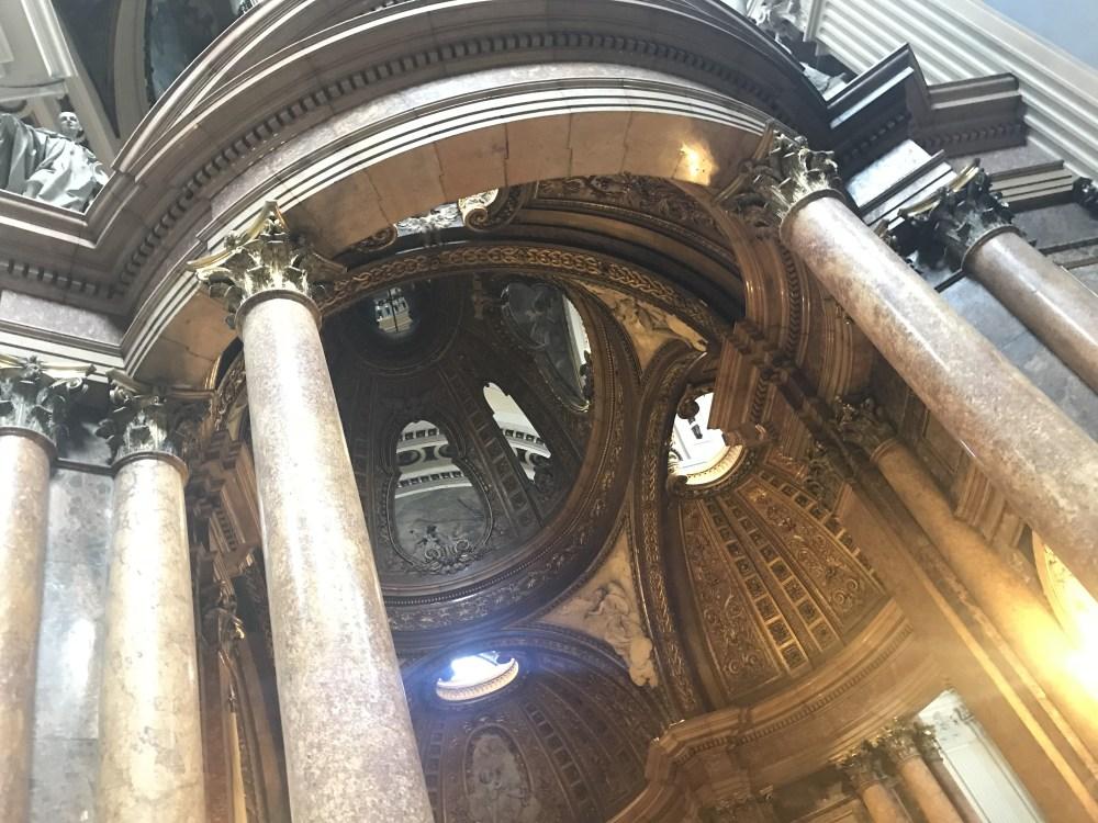 Adornos da Basílica del Pilar