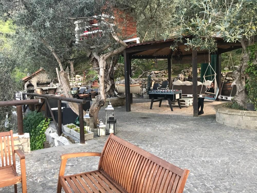 O jardim do Airbnb que ficamos para conhecer a Costa Amalfitana