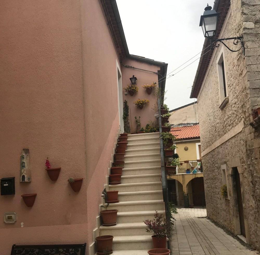 As ruas de Teggiano, na Campania, Itália