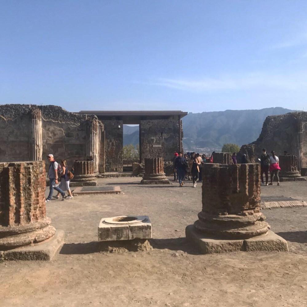 Uma visão geral do anfiteatro de Pompeia, Itália