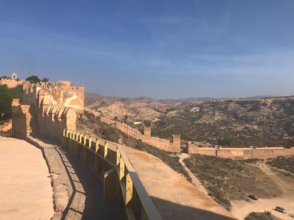 Vista da ponta do complexo para toda a parte interna da Alcazaba