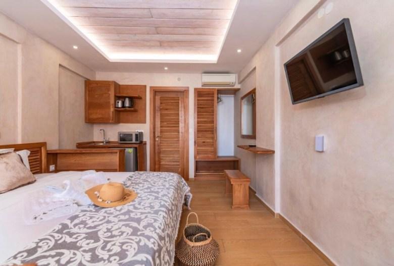 O quarto do Ekati Mare Boutique Hotel, em Kavos. Foto: Booking