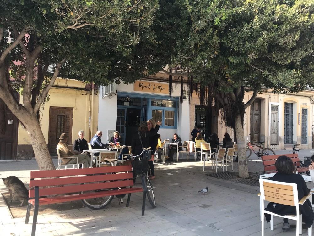 A principal atividade que fazer em El Cabanyal é ir aos bares e restaurantes
