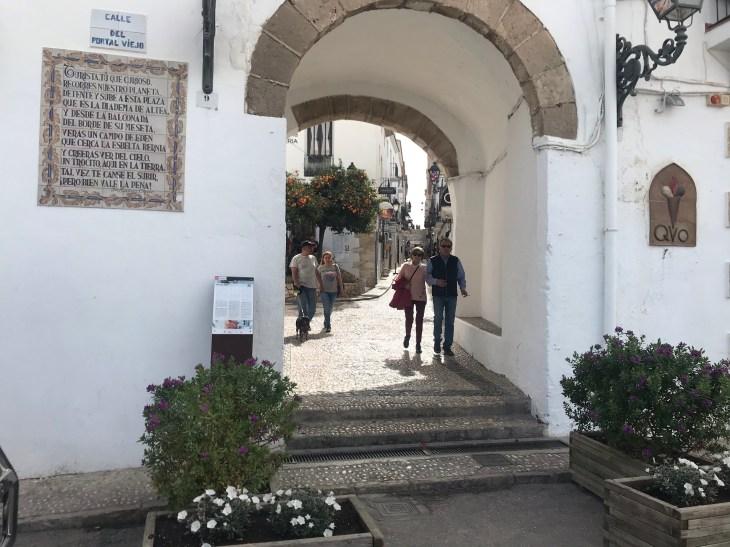 Bem-vindo a Altea, um belo pueblo branco da Comunidade Autônoma de Valencia situado à beira mar