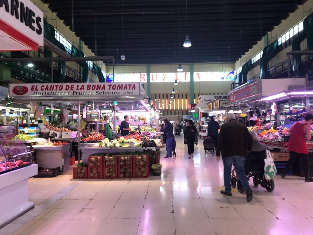 Mercado de Russafa: bom endereço para comprar presunto, chorizo, queijo, entre outros itens, para levar da viagem