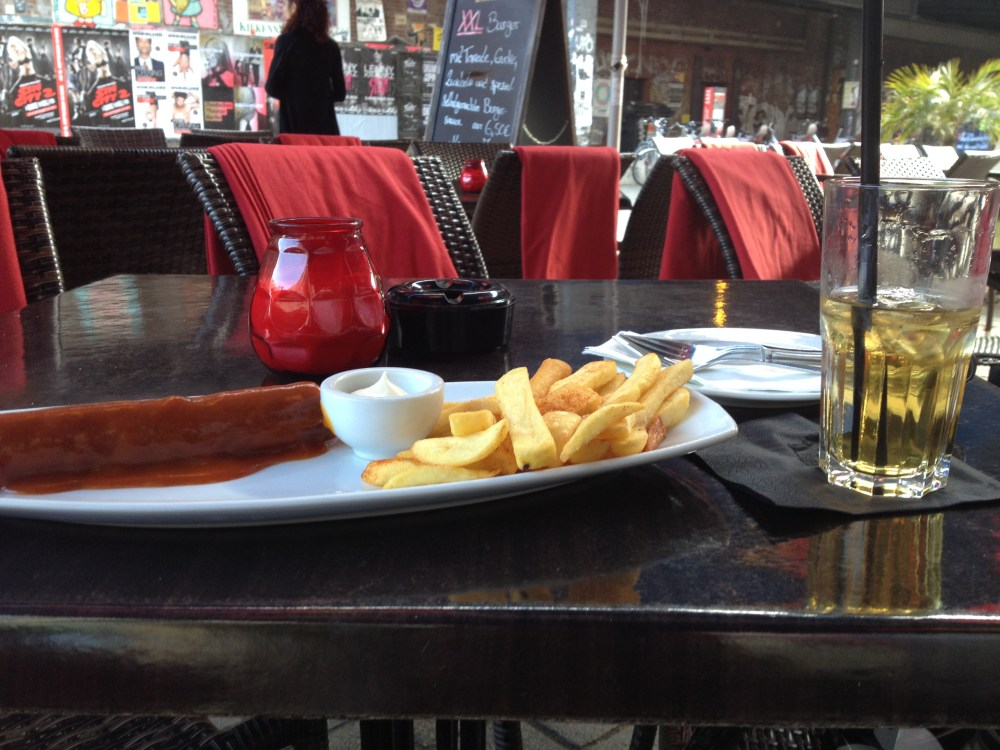 Se em Berlim você pode comer a melhor comida turca, libanesa ou thai que já provou, também não deixará de curtir um bom currywurstSe em Berlim você pode comer a melhor comida turca ou thai que já provou, também não deixará de curtir um bom currywurst