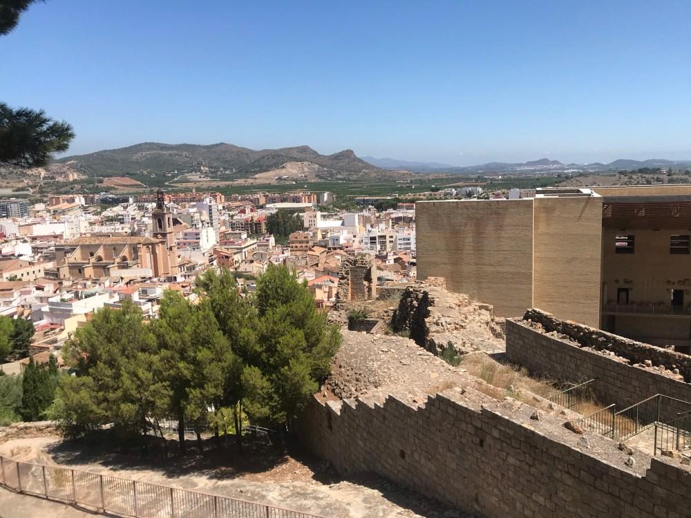A vista do castelo de Sagunto para o casco antiguo (centro) dessa cidade espanhola