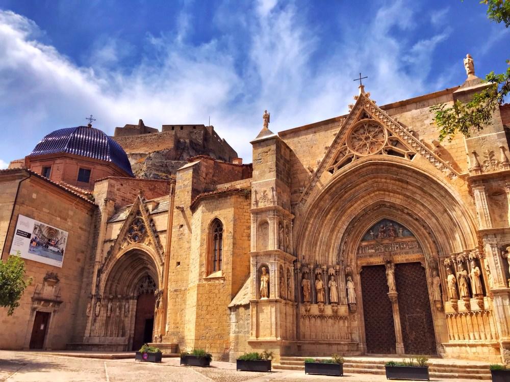 A Igreja de Santa Maria, uma obra prima gótica toda adornada e situada em Morella, na Espanha
