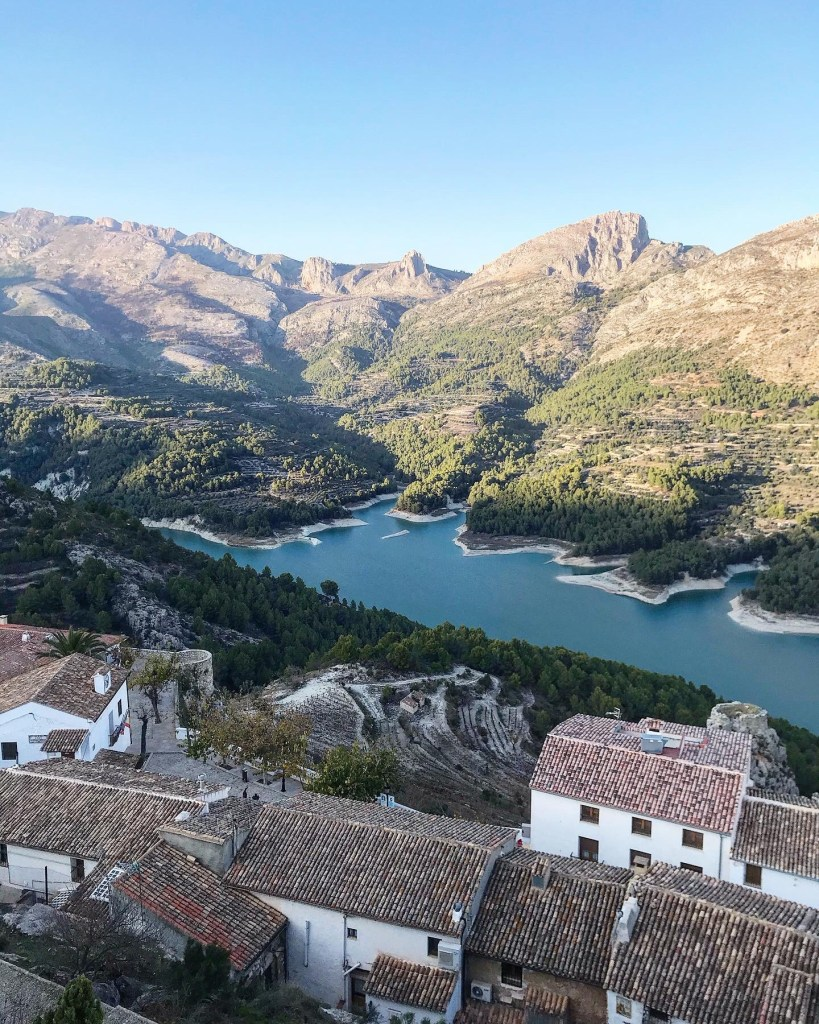 Vista para o pantano ou embalse do Castelo de Guadalest