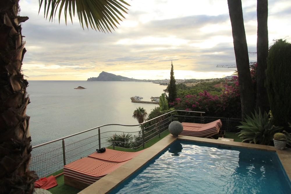 A bela vista da piscina do B&B Maison Condesa de Altea, na Costa Blanca