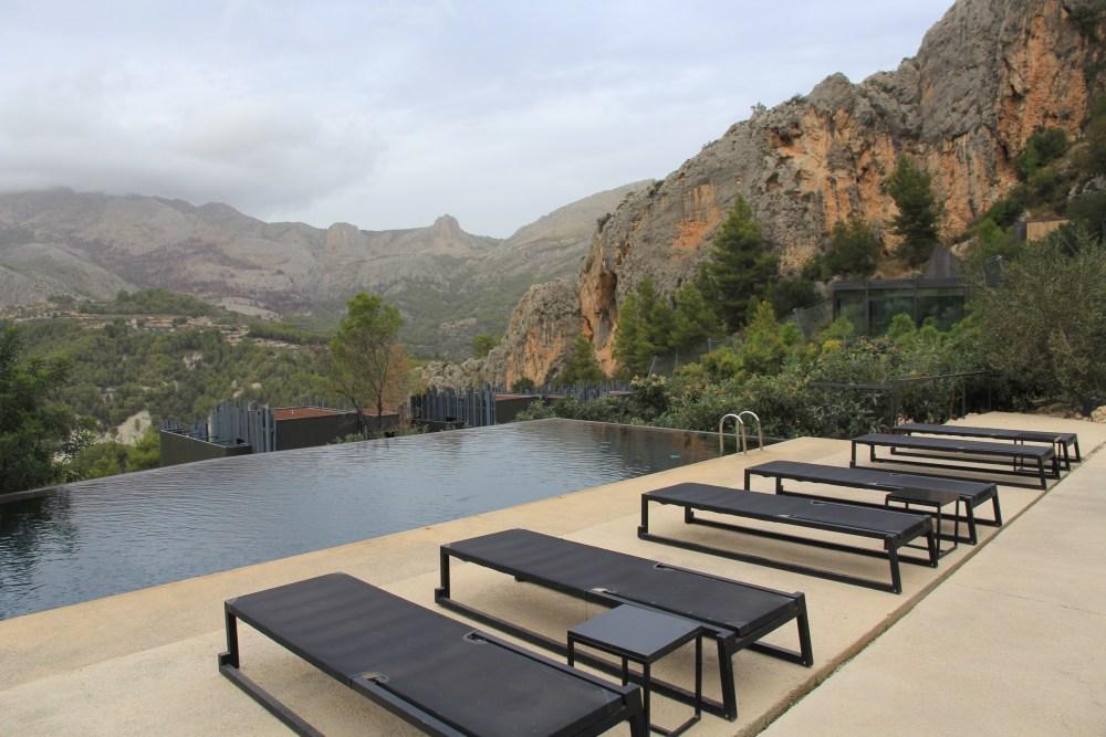 A piscina do VIVOOD Landscape Hotel situado em Guadalest, Espanha