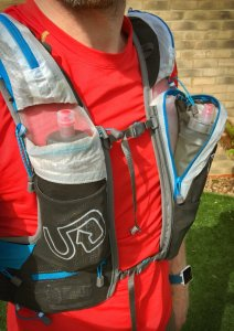 Front pockets capable of carrying two 500ml soft flasks, one provided with the vest.