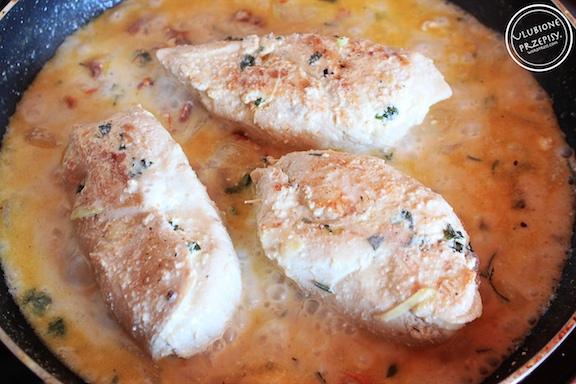 Roladki z kurczaka z ricottą i suszonymi pomidorami