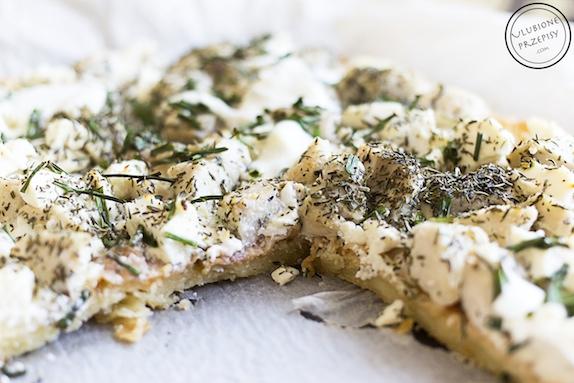 Tarta na serowym spodzie z kurczakiem
