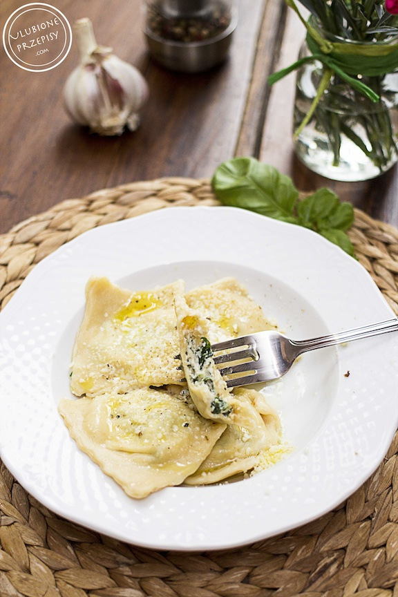Ravioli ze szpinakiem i serem ricotta