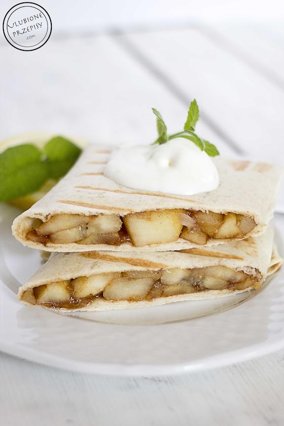 Tortille z jabłkami i bananami na słodko