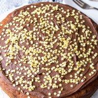 Ciasto z kawałkami czekolady i bananami