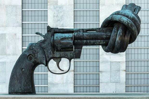 ONG llaman a frenar la violencia. Foto: photo credit: Giorgio Galeotti Non-Violence - UN, New York, NY, USA - August 18, 2015 via photopin (license)
