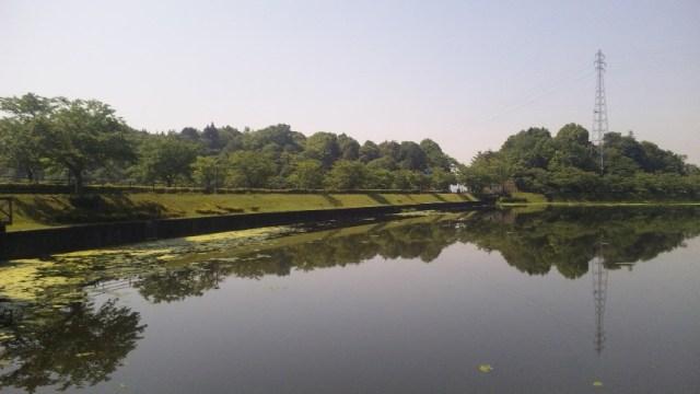 平の沢池と鉄塔
