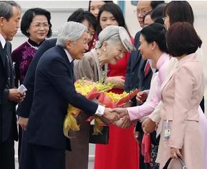 ベトナムで歓迎される天皇皇后