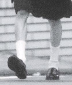 愛子さまのやせ細った足