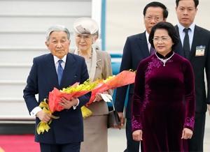 ベトナムに到着天皇皇后