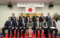 高円宮妃久子さま、甲南大ご視察や受賞者とご懇談