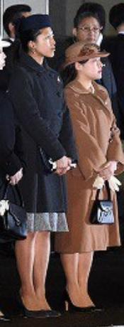 高円宮承子女王殿下、絢子女王殿下天皇皇后をお出迎え